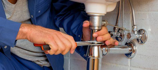 Hiring-a-Plumber-or-Gasfitter
